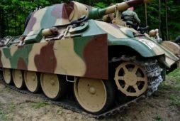 Barwy historii. Dobór farb w czasie renowacji pojazdów wojskowych z okresu II wojny światowej