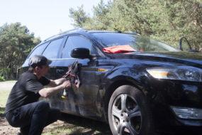 Jak umyć samochód nie używając wody?