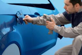 Praktyczne wskazówki od marki Standox: renowacja za pomocą barwionych lakierów bezbarwnych