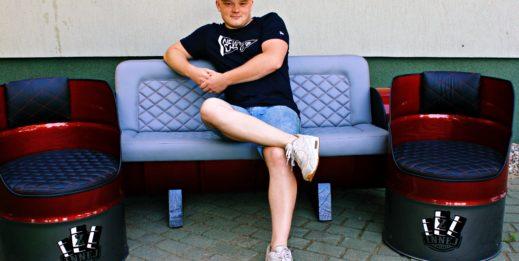 Maciej Karpiński i jego meble Z Innej Beczki