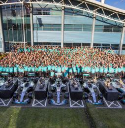 Axalta gratuluje zespołowi Mercedes-AMG Petronas Motorsport kolejnego historycznego sezonu w F1