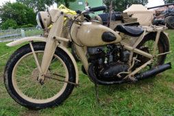 Piaskowy problem.  Kolor Dunkelgelb w renowacji niemieckich pojazdów wojskowych okresu II wojny światowej