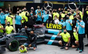 Axalta gratuluje zespołowi Mercedes-AMG Petronas Formula One Team i Lewisowi Hamiltonowi historycznego wyczynu