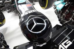 Wielki powrót czerni na nadwoziu bolidu Mercedes-AMG Petronas Formula One Team z pomocą lakierów Spies Hecker