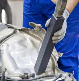Wyposażenie warsztatu blacharskiego – urządzenia i narzędzia pomocnicze